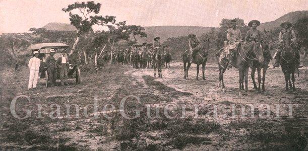 A chegada ao Lubango do resto do 1.º Esquadrão de Dragões que tão corajosamente atacou os alemães em 18 de Dezembro de 1914. À frente o Comandante Tenente Artur Matias