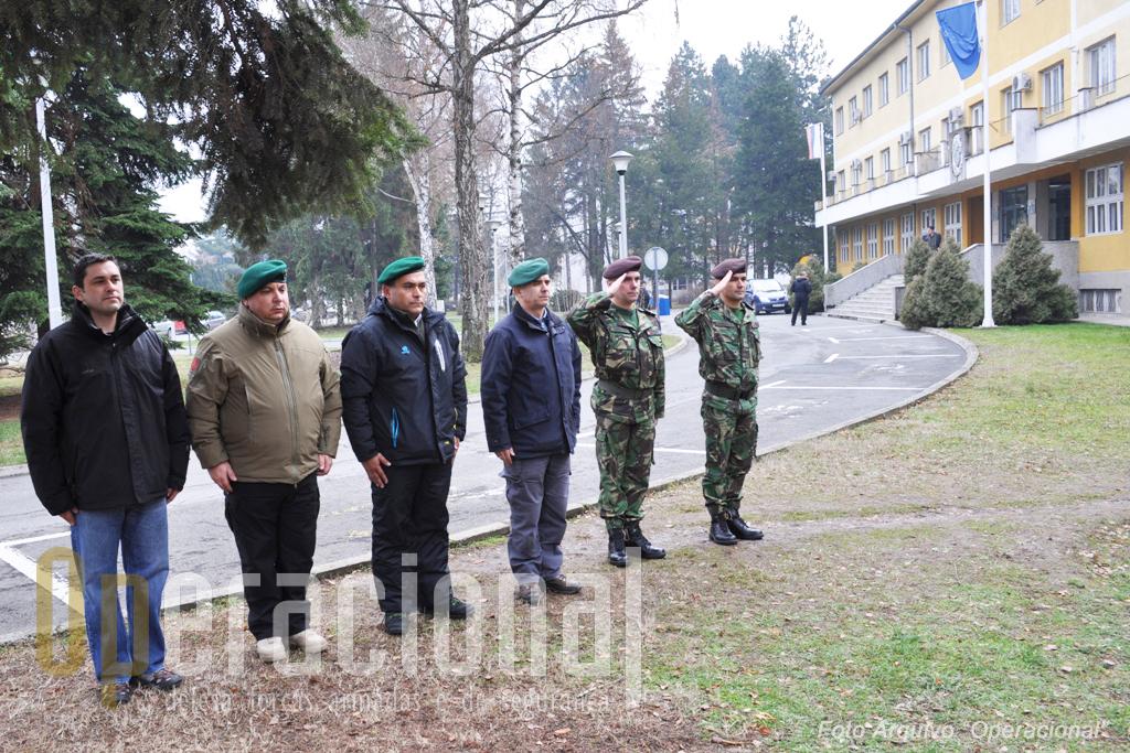 Um minuto de silêncio pelos camaradas caídos na Bósnia-Herzegovina.