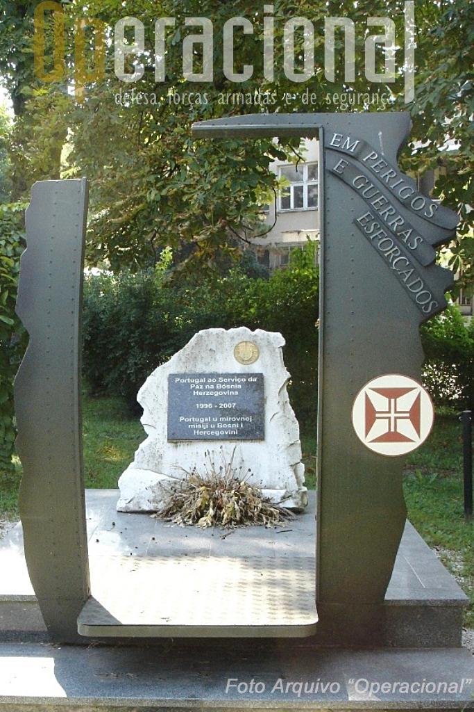 O monumento que foi modificado já na cidade de Doboj.
