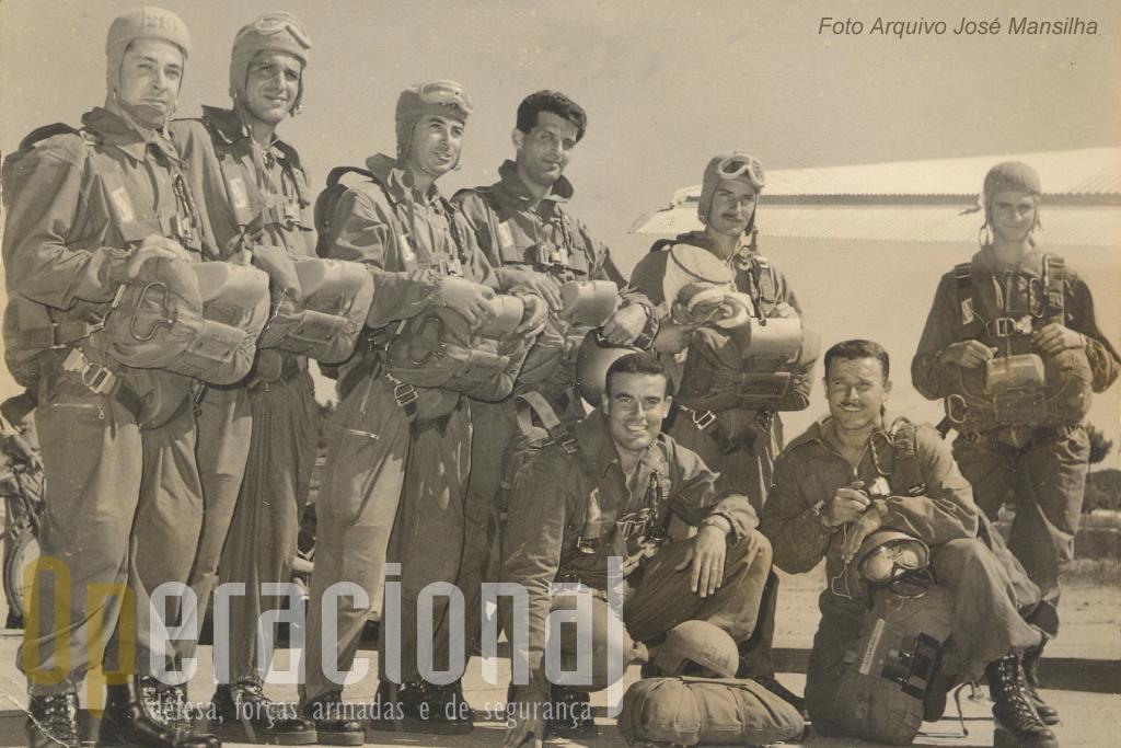 Cap Ruivinho, majores Marques da Costa, Curado Leitão , cap Moutinho, sarg Etiene David, cap José Mansilha, De joelhos, ten Lemos Costa e sarg Arlindo Mendes.