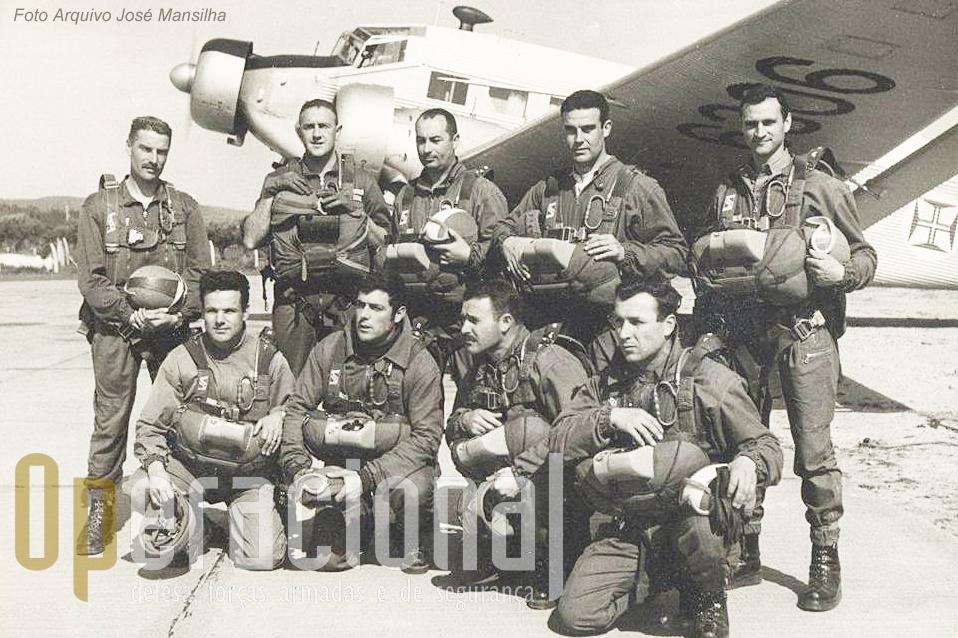 Da esquerda, em pé: Sargento David, Capitão Cann, Major Leitão, Tenente Lemos Costa, Capitão Mansilha. Em baixo, da esquerda:Sargentos Gaspar, Cravidão, Arlindo Mandes e Rogério Motta.