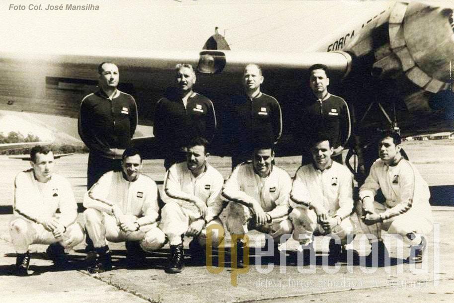 """A Delegação Portuguesa, com a equipa envergando as combinações de salto que constituíam à data a sua """"imagem de marca""""."""