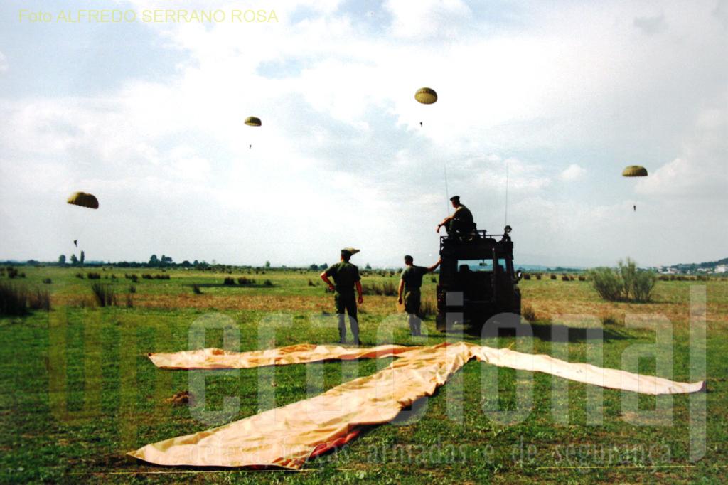 Impondo-se pela sua competência e permanente atualização, os PRECURSORES AEROTERRESTRES ganharam a confiança total das unidades paraquedistas.