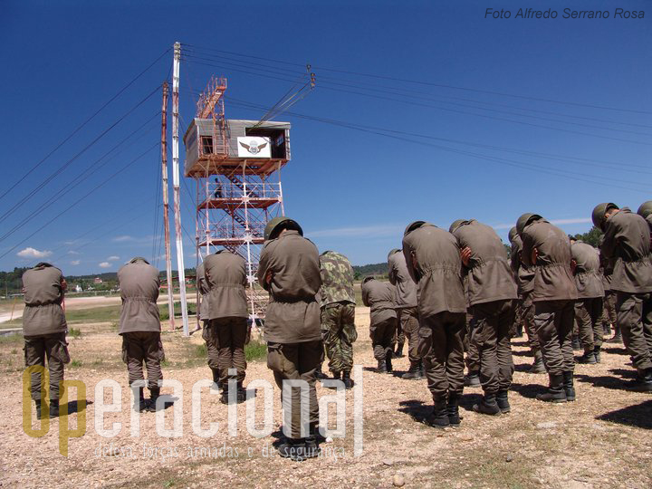 """A torre """"americana"""", permite os alunos efectuarem saltos """"em patrulha"""", até um máximo de 4 por cada porta. Também conhecida por torres """"de saída""""."""