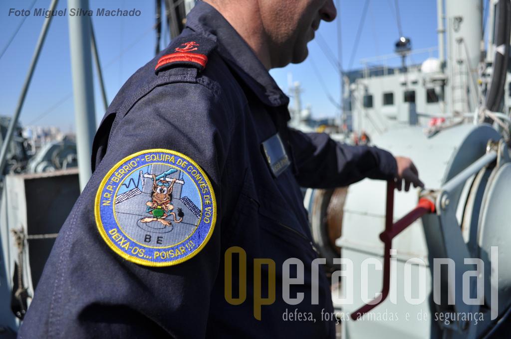 """O """"Bérrio"""" tem uma Equipa de Convés de Voo permanente, a quem compete (além de outros afazeres no navio) operar o respectivo convés."""