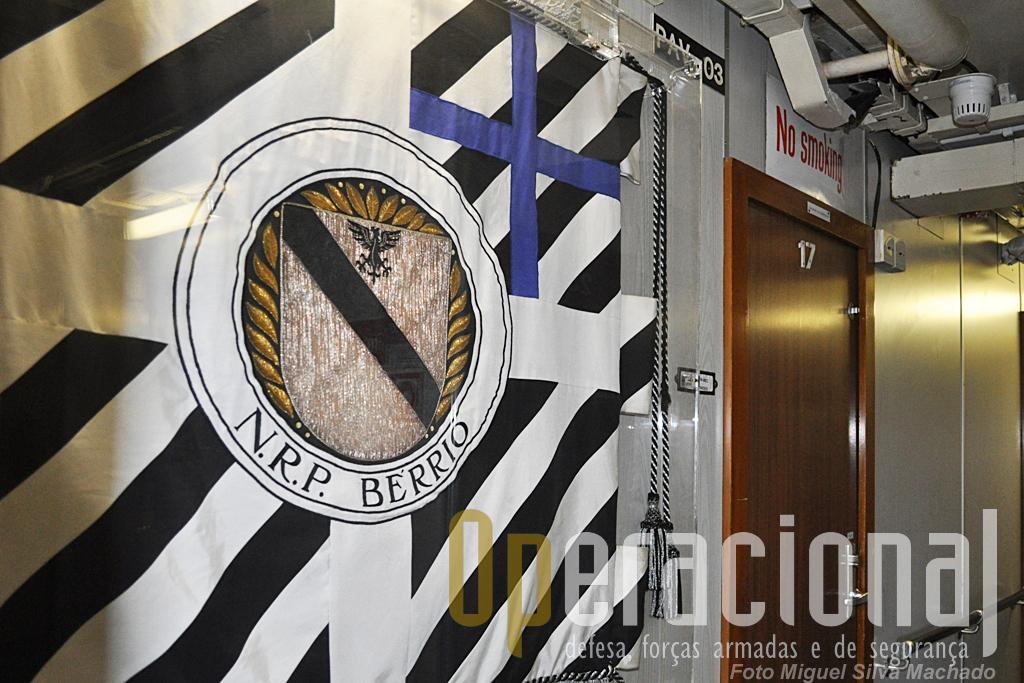 """Guião Heráldico no NRP """"Bérrio""""."""