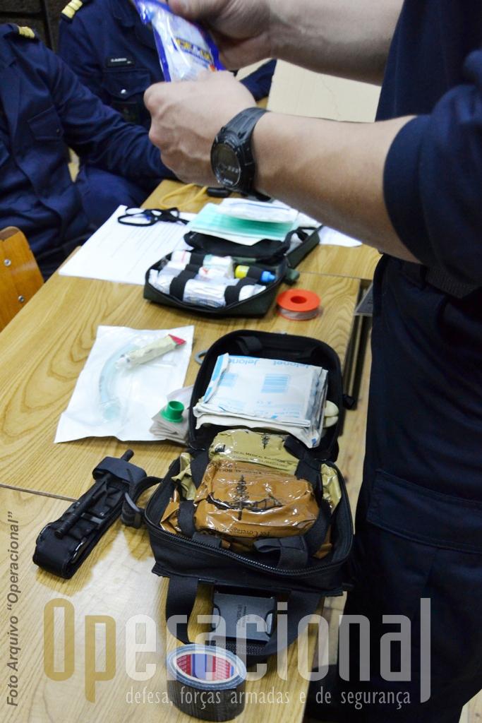 O kit individual  é composto por material que se destina exclusivamente a procedimentos de emergência tipo life saving, incluindo torniquetes táticos para controlo de grandes hemorragias, compressas hemostáticas, tubos nasais, entre outros.