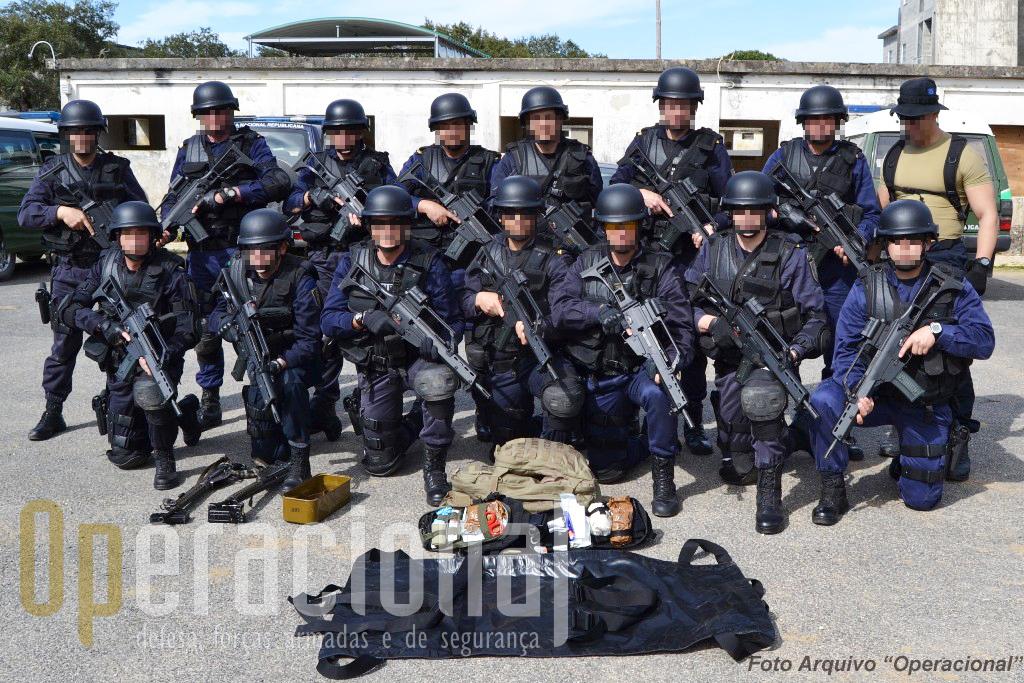 Militares da GNR que vão integrar no Afeganistão o Contingente Nacional. Em cenários de guerra, como é o caso,