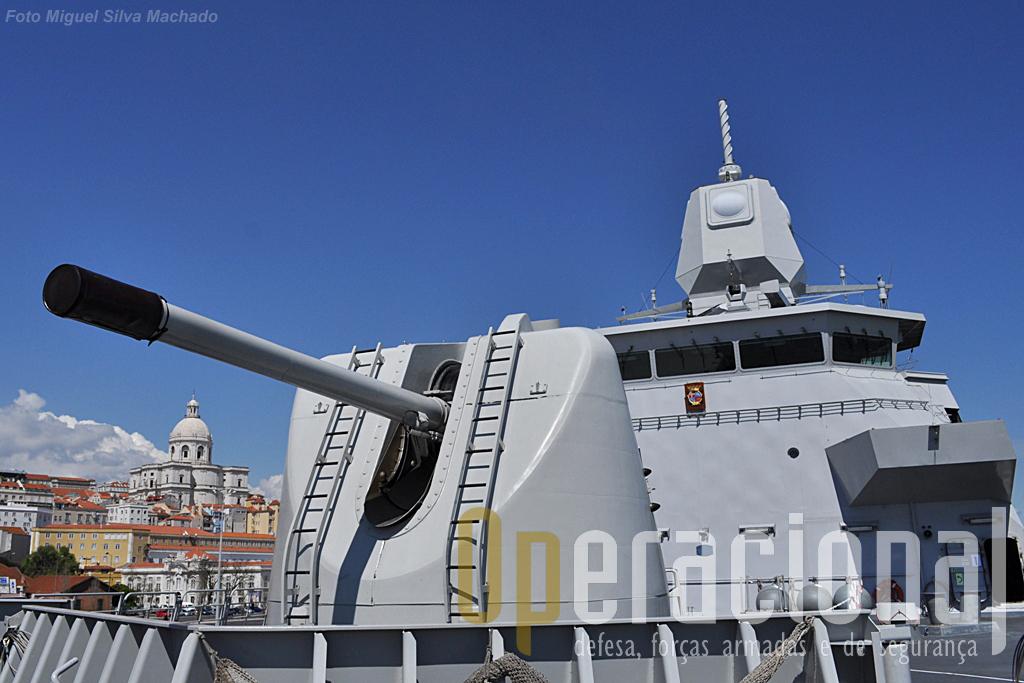 O HNLMS De Ruyter, navio almirante do Standing NATO Maritime Group One esteve em Lisboa e o Operacional foi um dos muitos visitantes que o quiseram ver.