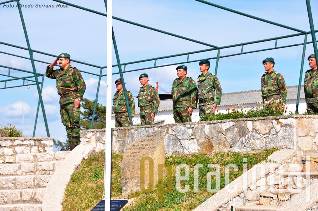 A cerimónia de imposição do distintivo de qualificação de «INSTRUTOR DE PARAQUEDISMO» foi presidida pelo 2º Comandante da BRR, Coronel Tirocinado Paraquedista CARLOS PERESTRELO.