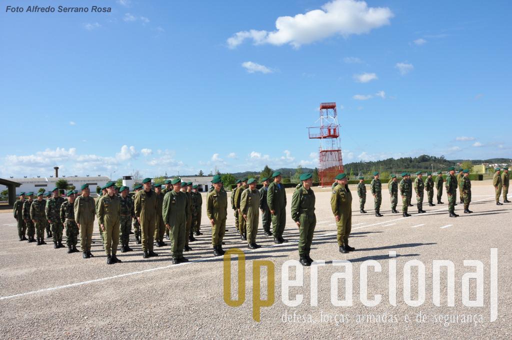 """A parada """"Alferes Paraquedista Mota da Costa"""" do Batalhão de Formação da ETP testemunhou mais um momento singular da história das Tropas Paraquedistas Portuguesas."""
