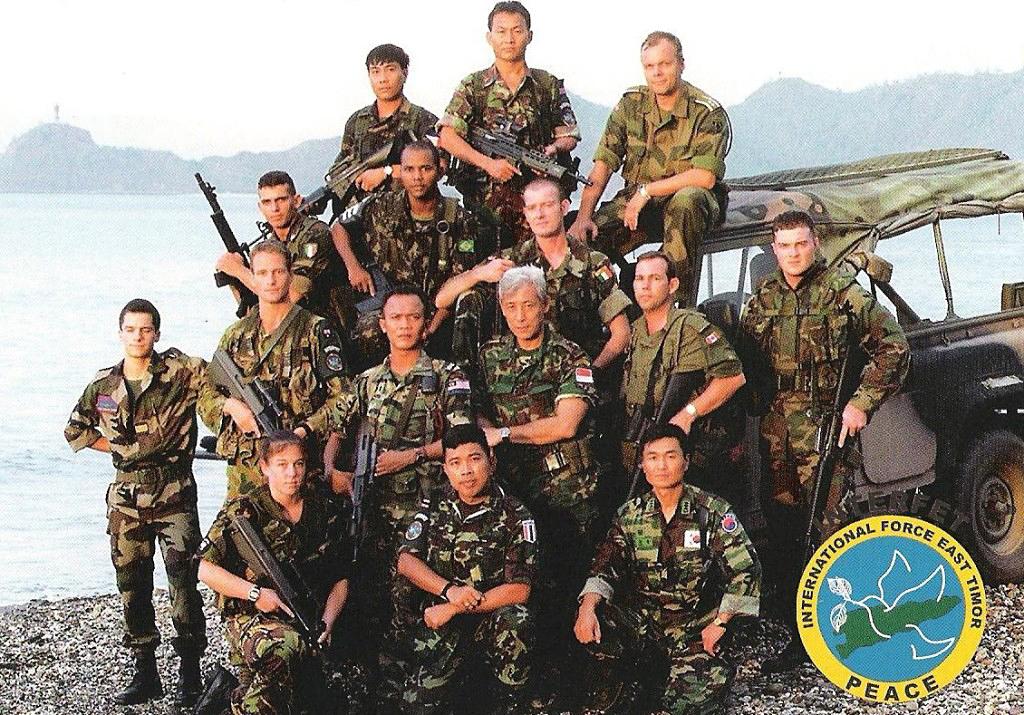 A INTERFET, liderada pela Austrália, congregou muitos países de vários continentes para estabilizar Timor-leste e abrir, em três meses, caminho a uma força das Nações Unidas. Foto SGT.W.Guthrie.
