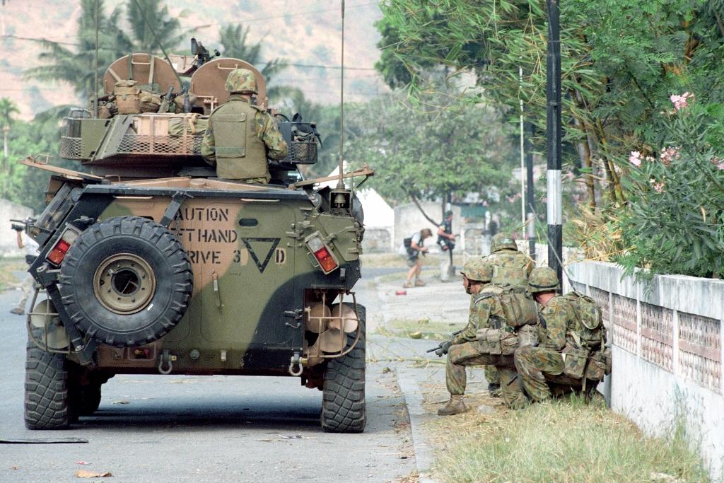"""As Forças Armadas Australianas e os seus aliados entraram em Timor-Leste """"para ganhar"""", envolvendo na acção pessoal e material que lhes permitiam enfrentar as ameaças detectadas. Foto Ministério da Defesa da Austrália."""