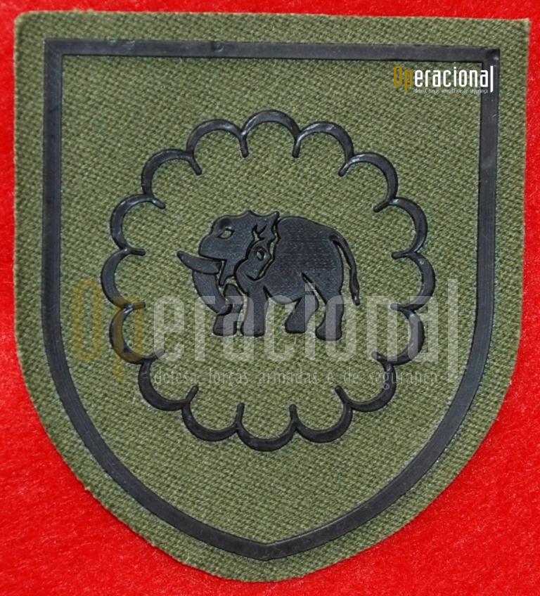 """GOAS: versão do """"distintivo de identificação de unidade"""" para uso no uniforme nº3 - verde e camuflado. (Col. do autor)"""