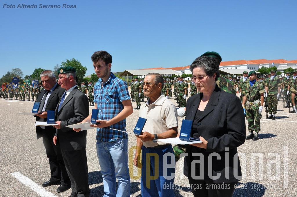 Familiares de todos os pára-quedistas falecidos na Bósnia estiveram em Tancos para receber as condecorações a título póstumo. Não os Esquecemos!