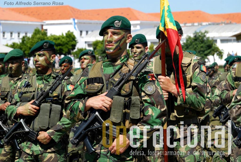 Na parada, além de forças da ETP, os dois batalhões de pára-quedistas da BrigRR também marcaram presença.
