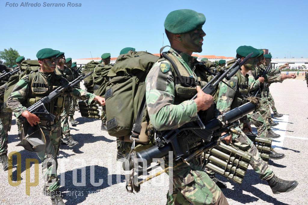 """...e os morteiros 60mm """"long range"""" e as espingardas """"Galil"""" 5,56mm. A necessidade de renovação de algum armamento começa a ser desejável."""