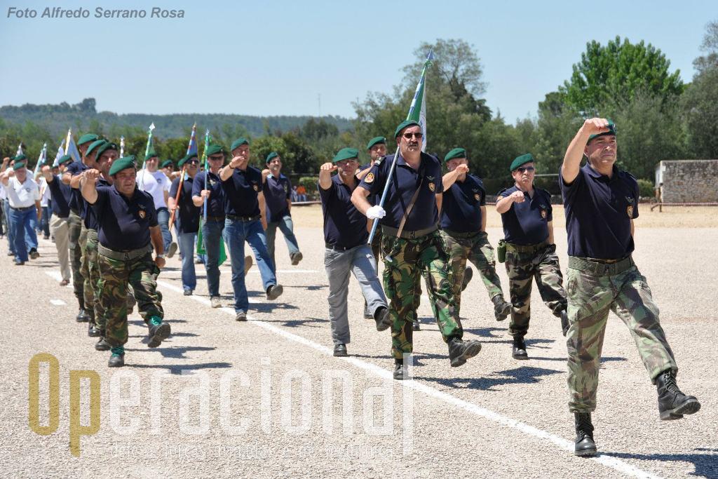 São várias as Associaçõies de Pára-quedistas que marcaram presença em Tancos e algumas com uma organização invejável!