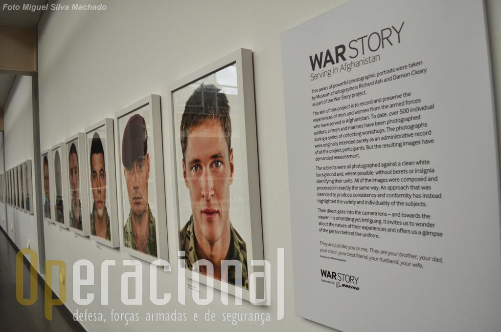 """Dezenas de fotografias de militares que combateram no Afeganistão compõem outra parte da exposição """"War Story"""" que está instalada no 2.º piso (de ambos os lados do hall central)."""