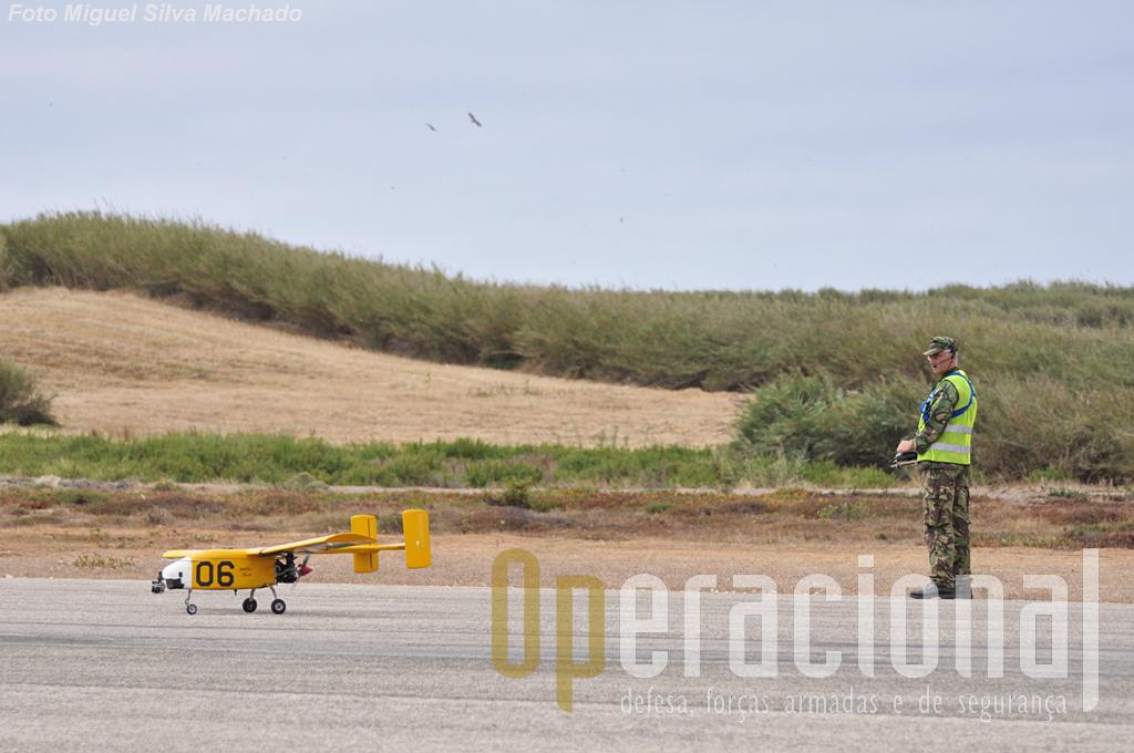 O vento está perto dos limites máximos para operação e opta-se pela descolagem manual. Ambas são seguras, dizem-nos, mas pelo sim pelo não, optam por esta!