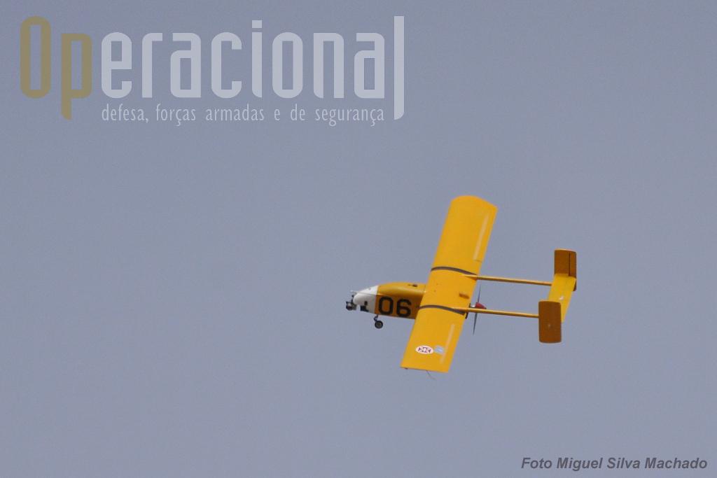 Um circulo sore o aeródromo e vai seguiria em direcção ao oceano onde outro piloto o receberia.