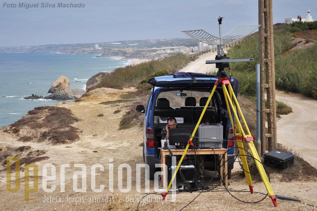Ao fundo a localidade de Santa Cruz, à direita o marco geodésico do Anto da Vela e à esquerda a costa portuguesa e o Oceano que um dia deverão ser patrulhados por estas aeronaves.