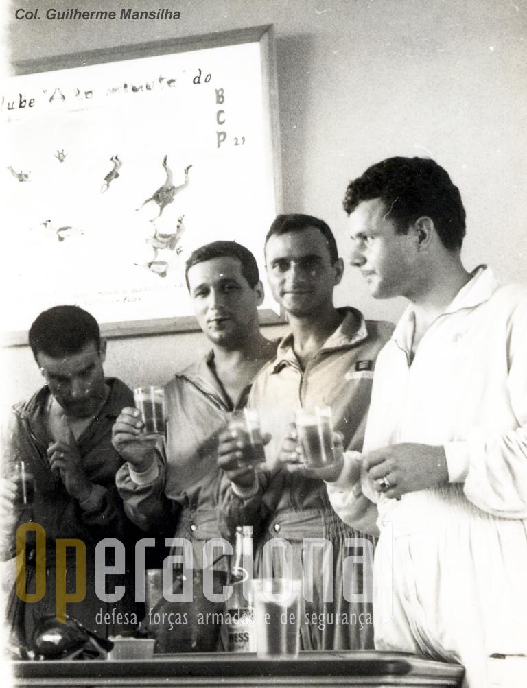 Da esuqerda, capitães Lemos Costa, Araújo e Sá e Mansilha e sargento Gaspar.
