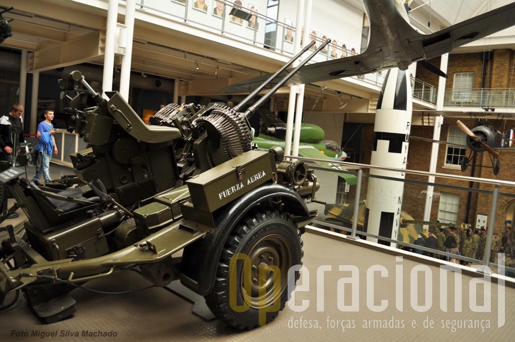 Bitubo anti-aéreo 20mm de fabrico alemão (Rheinmetall) capturado à Força Aérea Argentina nas Falklands em 1982 e aqui exposta desde 1983.
