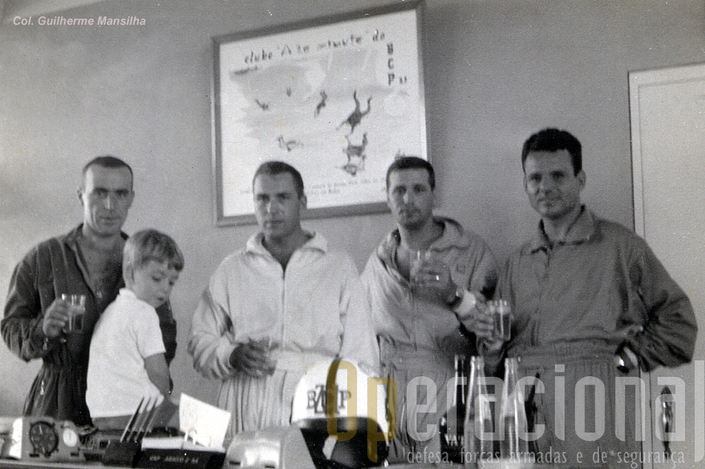 1.º sarg  Campaniço, ten cor Fausto Marques, cmdt do BCP21 e filho, cap Araújo e Sá e sarg Gaspar