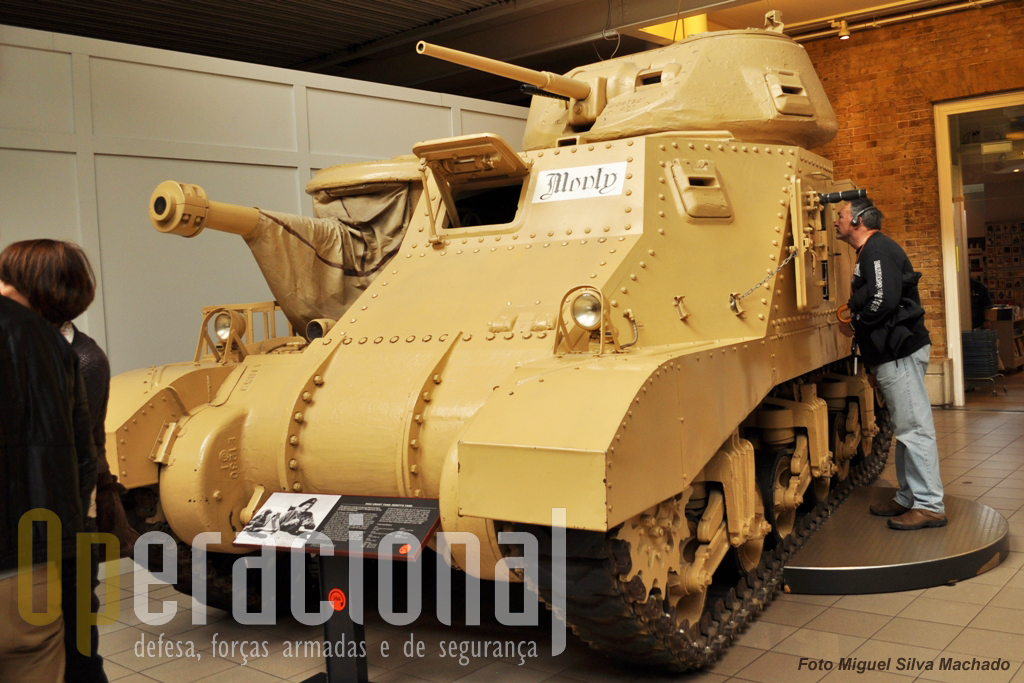 M3A3 Grant, carro de combate de fabrico US usado por Montgomery na batalha de El Alamein no Norte de África em 1942 e em Itália até final de 1943. Depois de passar por várias unidades britânicas chegou ao museu em 1988.