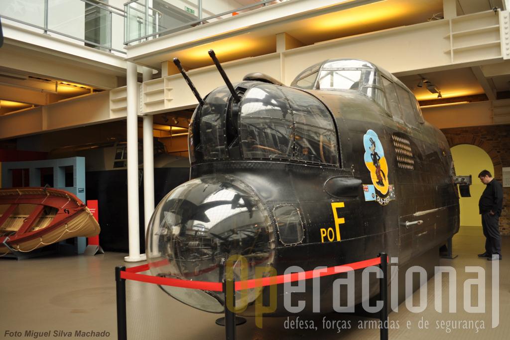 Parte da fuselagem de um Avro Lancaster I, do 467 Esuadrão da Royal Australian Air Force que voou entre Novembro de 1943 e Outubro de 1944, integrado na Royal Air Force, tendo efectuado 49 saídas operacionais.