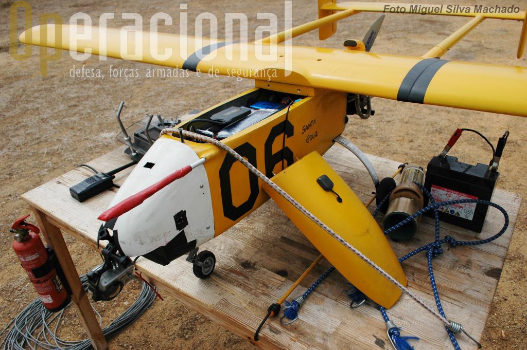 """O """"06"""" tem os equipamentos necessários para um voo sobre o mar que lhe irá permitir procurar, detectar e seguir um """"alvo"""" de superficie.."""