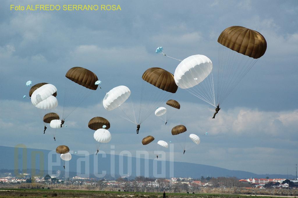 A segurança aeroterrestre é matéria incontornável neste curso de qualificação ministrado na Escola de Tropas Paraquedistas (ETP).
