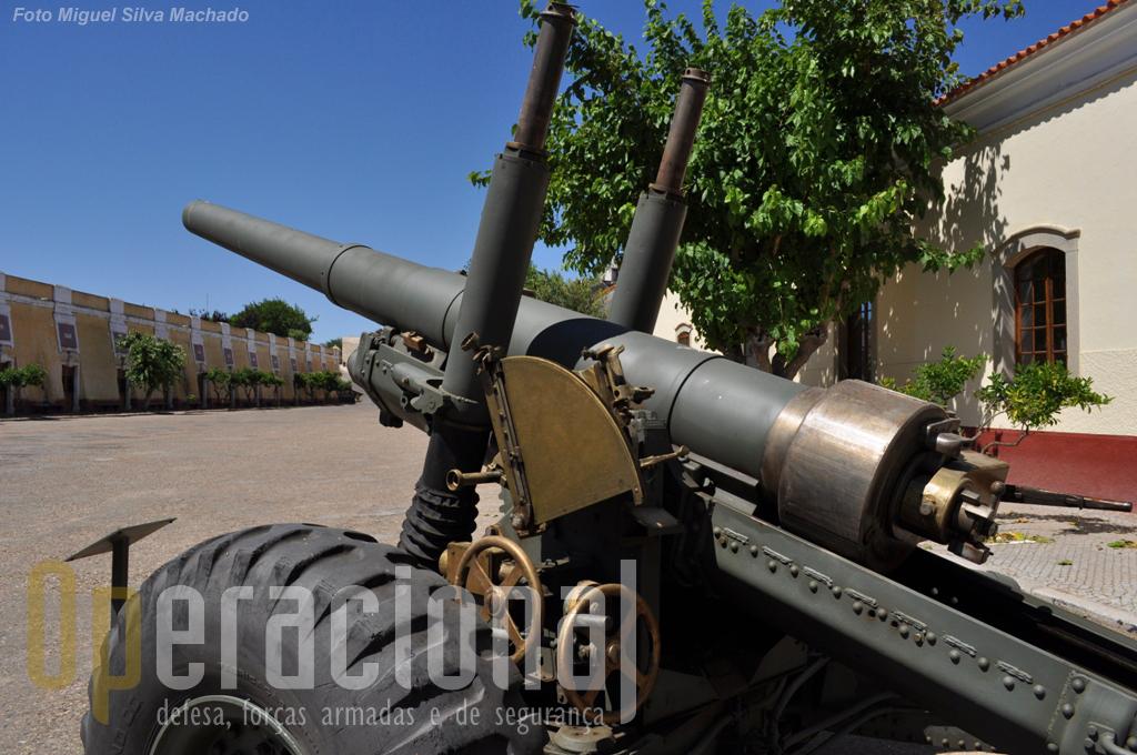 Obus de campanha de 140mm modelo 1942, de fabrico inglês