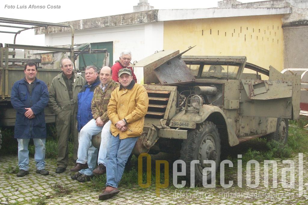 """24.Uma """"equipa de contacto"""" da Associação Portuguesa de Viaturas Militares deitou mãos à obra neste """"White M3A1 4x4"""" e ajudou o Museu Militar de Elvas a iniciar o trabalho de reparação que ainda está em curso."""