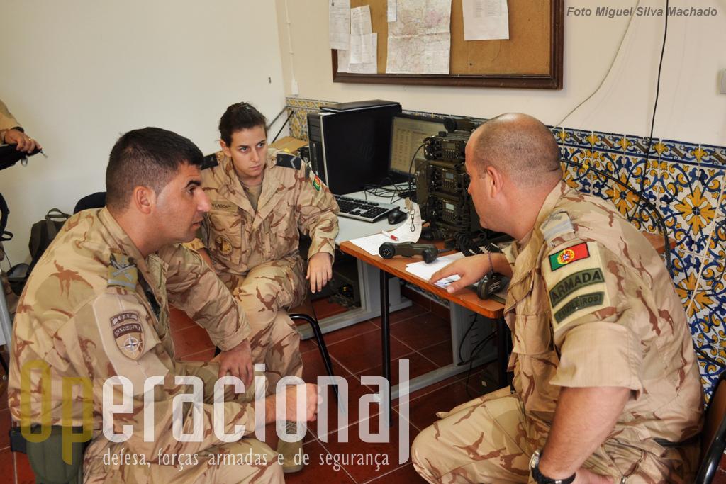 Militares da Marinha (Fuzileiros) e Força Aérea ligados à àrea das comunicações, um dos aspectos críticos em qualquer missão. Parte substancial dos equipamentos usados pelo Contingente Nacional são de fabrico português (PRC 525 - EID)..