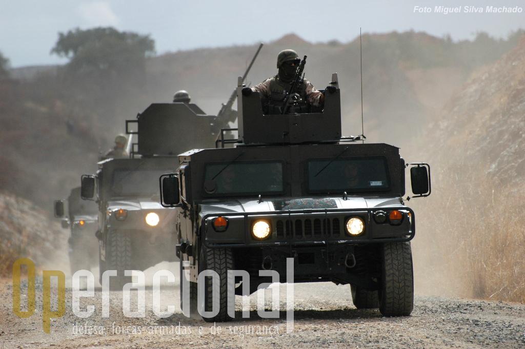 """Os """"Humvee"""" continuam a ser a viatura mais usada pelas forças portuguesas no Afeganistão. Em Beja, alguns (a versão inicial adquirida por Portugal) estiveram disponiveis para o exercicio."""