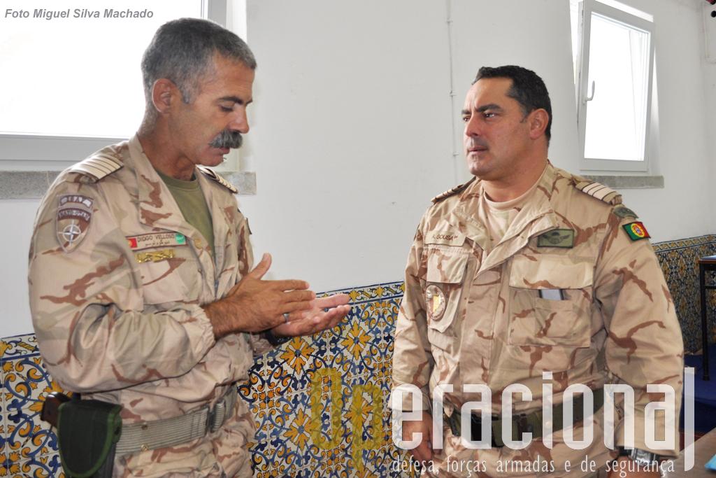 O Coronel Sepúlveda Velloso, comandante do 5.º Contingente Nacional que vai partir para o Afeagistão e o tenente-coronel Sousa, comandante da Unidade de Apoio do Contingente.