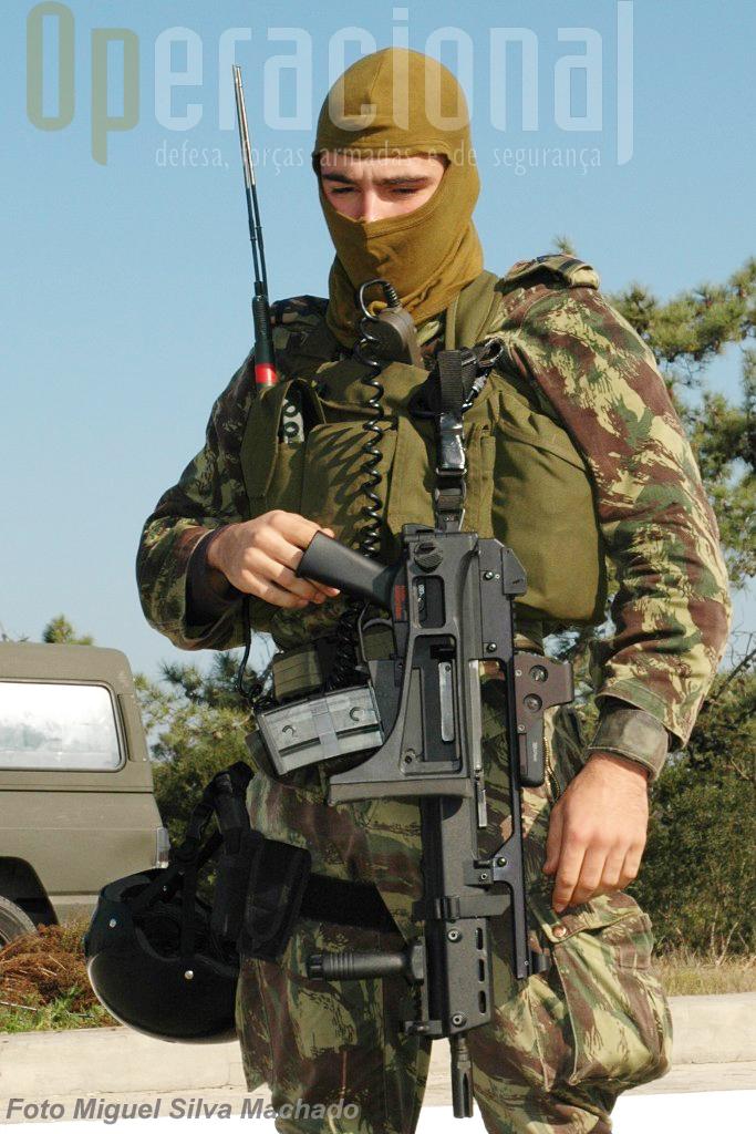 Elemento do Destacamento de Ações Especiais do Corpo de Fuzileiros com a HK G-36 calibre 5.56mm.