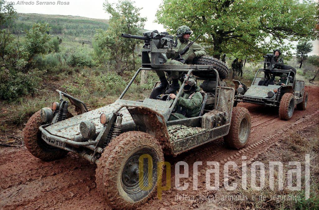"""Chegadas a Portugal em 1989, as FAV já participaram no exercício """"Júpiter 90"""" da Brigada de Pára-quedistas Ligeira, em Vilar Torpim no Norte do país."""