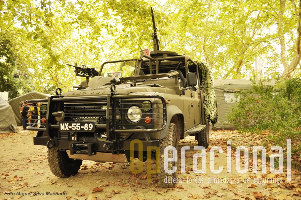 """Land-Rover Defender 130 """"4X4 SOF"""" do Centro de Tropas Comandos..."""