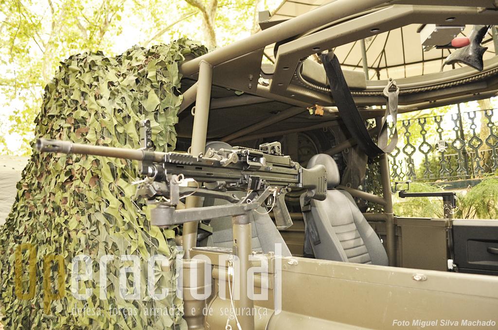 ...e que esstaá equipado com algumas das poucas HK m4 que o Exército Português tem em serviço.