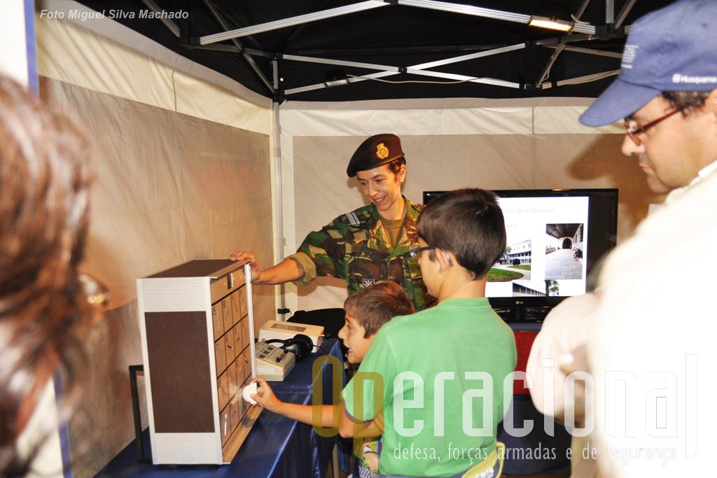 O Centro de Psicologia Aplicada do Exército iniciava os visitantes em alguns testes tipicos das provas psicotécnicas de acesso à vida militar.