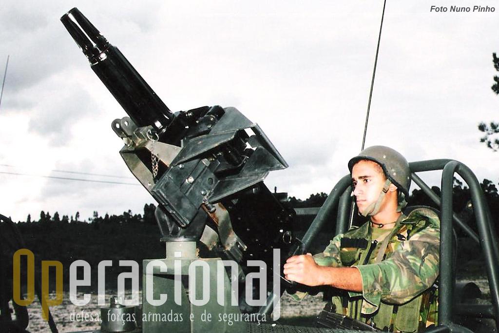 Após a compra dos LGA 40 Santa Barbara de origem espanhola pelo Exército, os LGA Mk.19 das FAV acabaram substituidos.