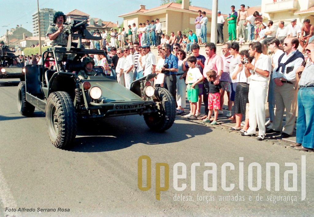 """Desfile militar do """"Dia da Força Aérea"""" na cidade do Porto em 30 de Junho de 1991,foi a primeira apresentação pública das FAV."""