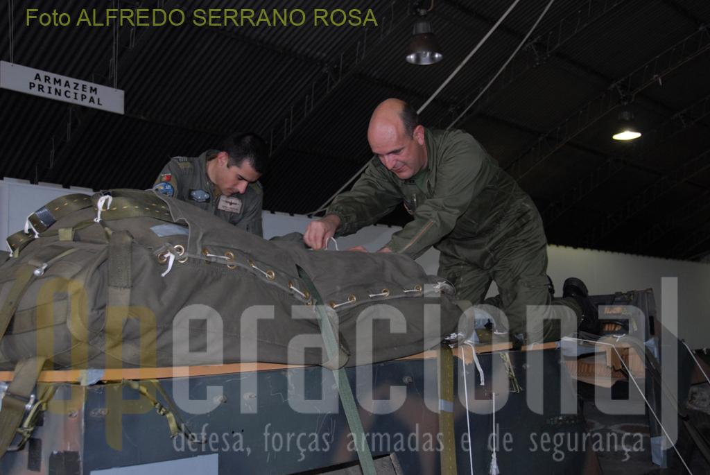 Os oficiais e sargentos que integram os efetivos da CAA estão qualificados com o curso de «INSTRUTOR DE ABASTECIMENTO AÉREO» e «INSPETOR DE ABASTECIMENTO AÉREO».