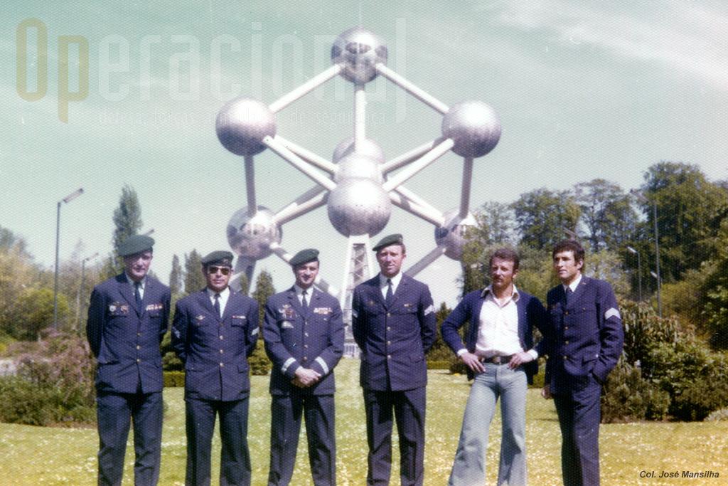 . Da dta 1.º sarg Casaca Ferreira; ten-cor Mansilha; 1º sarg Xavier; ataché belga; cap Fernandes; 1.º sarg Catarino e, sem farda, o alf Ledo, que acompanhou a equipa