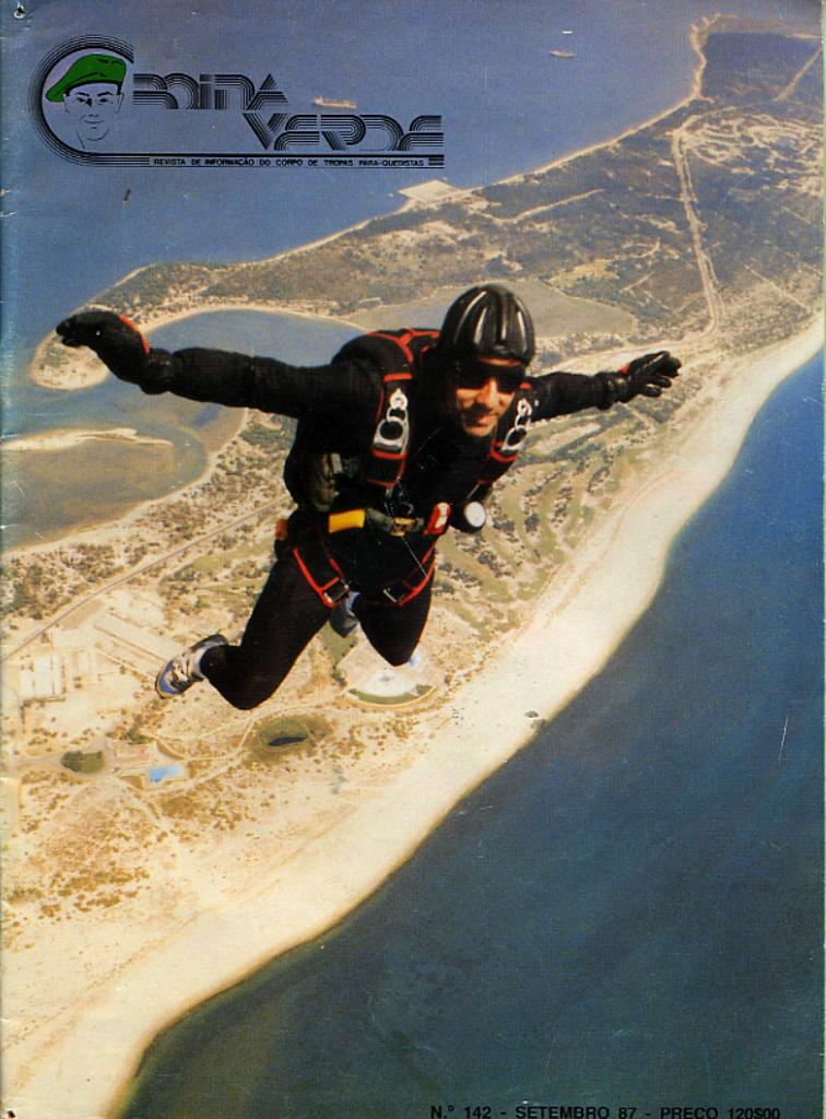 """Capa da revista """"Boina Verde"""" de Setembro de 1987. O alferes Merino numa foto de Alfredo Serrano Rosa."""