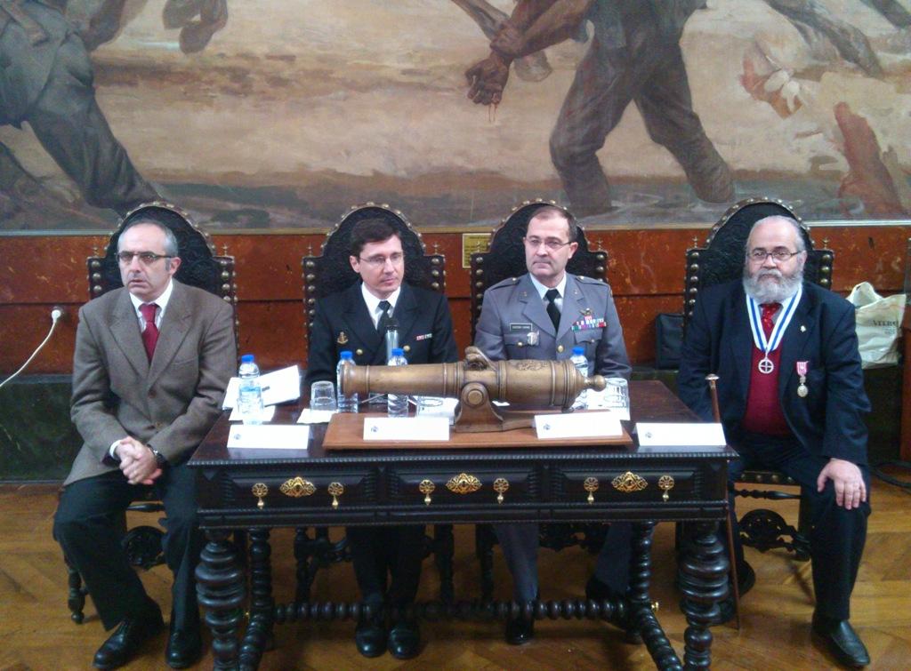 O 2º Painel do Congresso foi moderado pelo Capitão-de-Fragata António Gonçalves e teve como principal temática, a «Emblemática Militar». (foto de C.Fonseca)