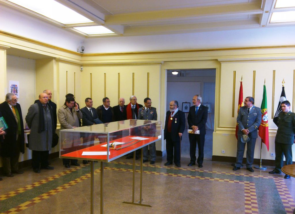 Momento solene da inauguração da Exposição Estática «Mestre José Colaço - Iluminador do Exército». (Foto de C. Fonseca)